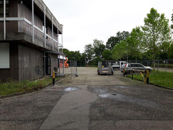 Der Platz hinter dem Feuerwehrhaus verwandelt sich langsam in eine Baustelle.