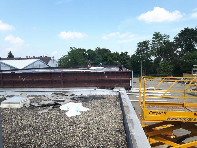 Die Arbeiten aus der Sicht des Verwaltungsgebäudes betrachtet.