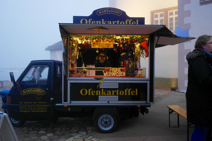 Schloss Fürstenberg -  stimmungsvoller Weihnachtsmarkt vor dem Porzellan Museum