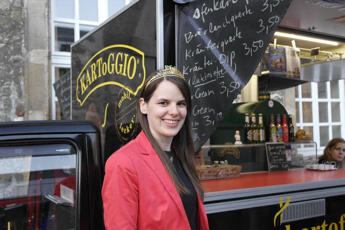 Kein Schloss ohne Königin: Julia Kren, die amtierende Pfälzer Weinkönigin zu Gast bei KARToGGIO®