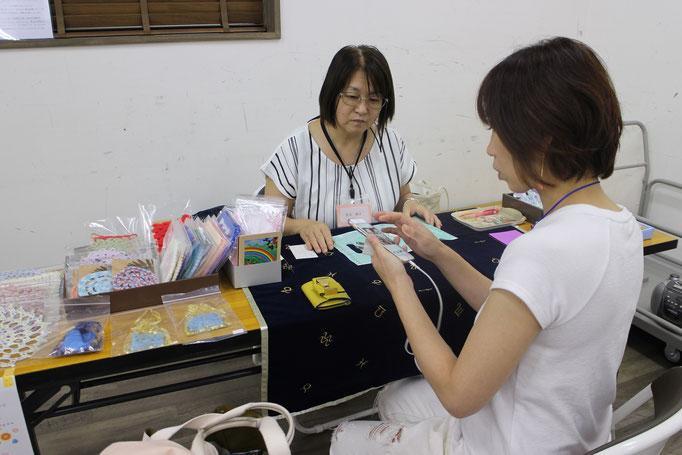 茨城在住の荒井アロマコラージュセラピスト。メニューが豊富で毎回、いろんなセラピーを提供。