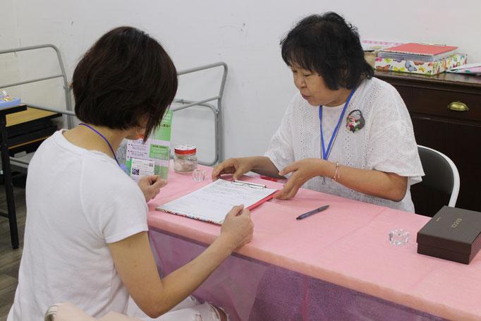 経験をどんどん積んでいる田崎アロマコラージュセラピスト。不登校支援も始めました。