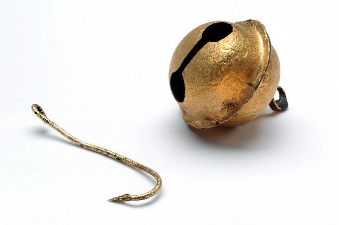 Angelhaken mit Glöckchen, 15. Jhdt. gefunden 2008 bei Ausgrabungen an der Gräfte der Hörder Burg