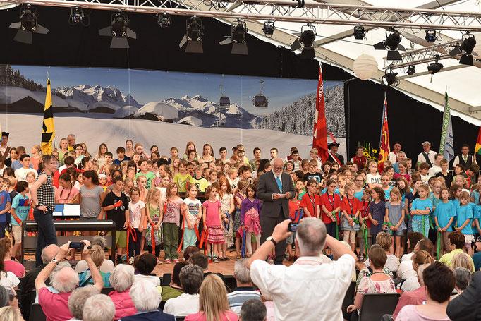 SingplausCH an der Schlussfeier mit 280 Kindern