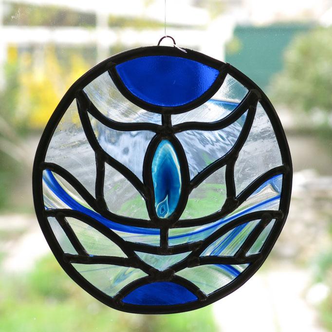 Sun catcher en vitrail avec une agathe bleue, diam.20cm