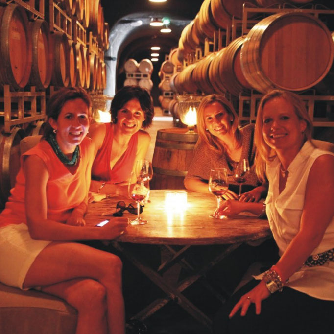 Amici in cantina... • Friends in the cellar...
