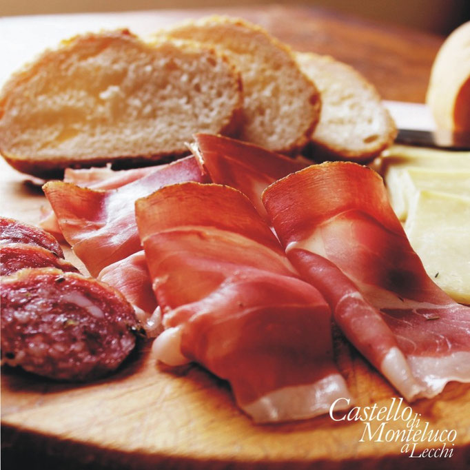 Pane toscano e antipasti • Tuscan bread and appetizers