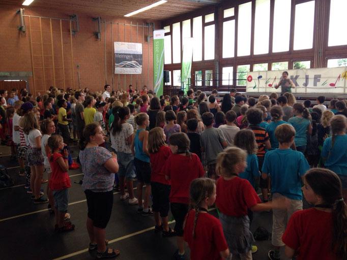 SingplausCH in der Turnhalle in Meiringen