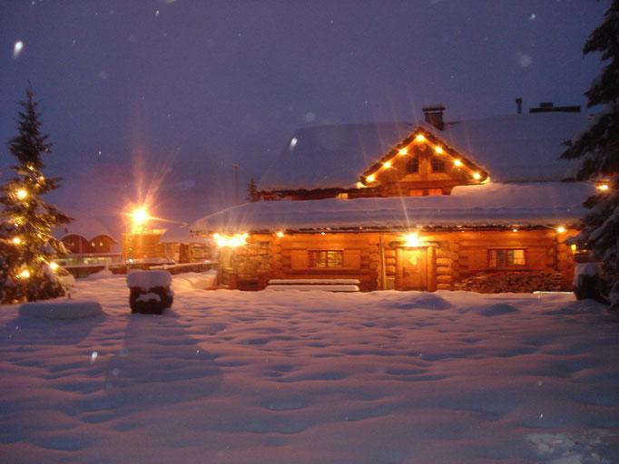 Die Bärenhütte im verschneiten Tröpolach