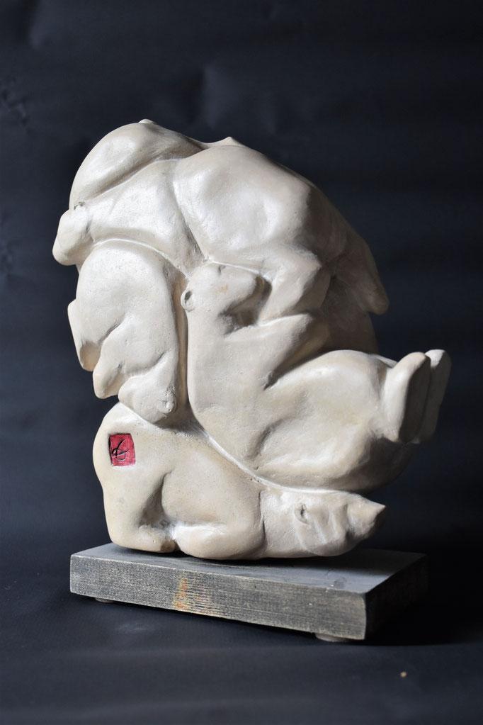 """""""Tas d'ours"""". Taille directe. Pierre de Bourgogne. 25x20x12 cm"""
