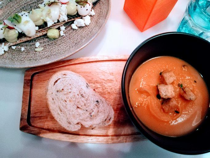 Kürbissüppchen & Makrele auf Avocadoschaum in der Visbar in Domburg | Holland