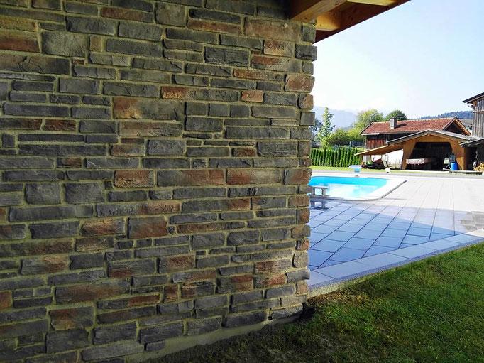 Rustikale Schieferstein Fassade