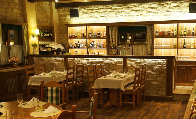 Restaurant in wuchtiger Steinoptik