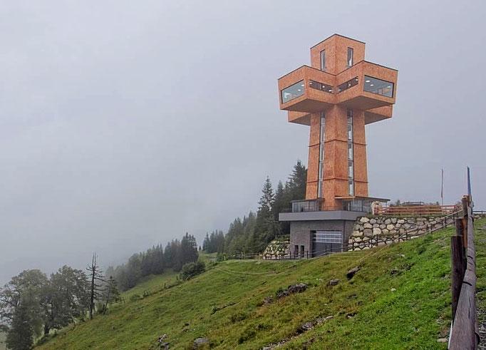 Sockelverkleidung eines Turm in rustikaler Steinoptik