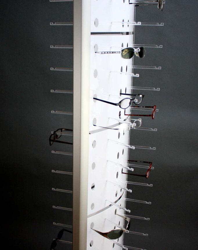 Der moderne Bodenständer zur Brillenpräsentation.
