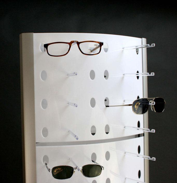 Brillendisplay mit transparenten Stegen als Brillenhalter