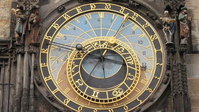Astronomische Uhr an der Lorenzkirche Sehenswürdigkeiten Deutschland Nürnberg