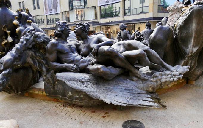 """Der """"Ehebrunnen"""" in Nürnberg Sehenswürdigkeiten Deutschland Nürnberg"""