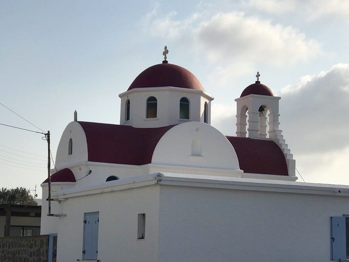 Bild: Kirche mit rotem Dach