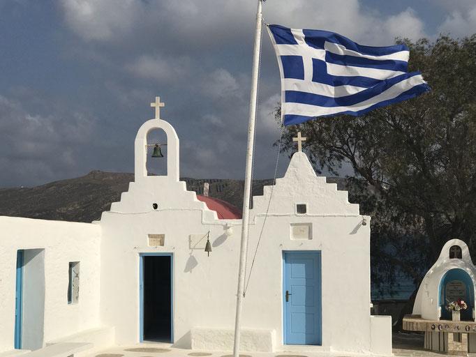 Bild: Kirche mit griechischer Flagge