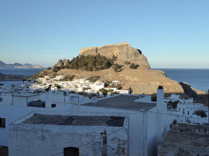 Bild: Insel vor dem Hafen von Lindos