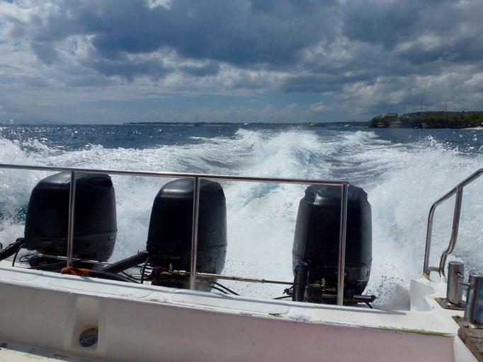 Bild: Das Heck unseres Speedboats