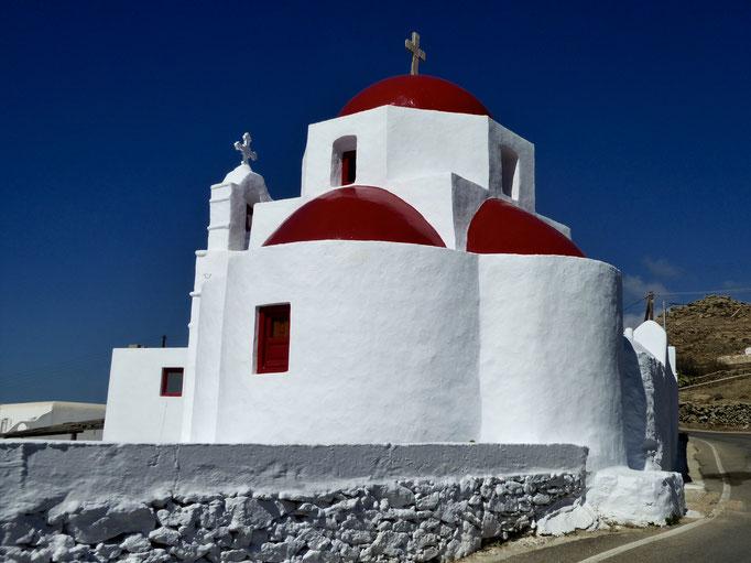Bild: Kirche mit roten Kuppeln