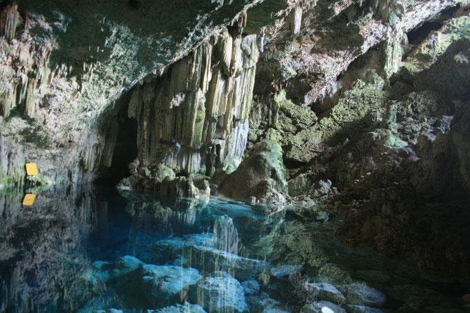 Schwimmen in Saturno Höhle
