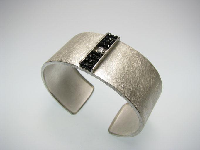 Armspange Silber Palladium und schwarze Diamanten