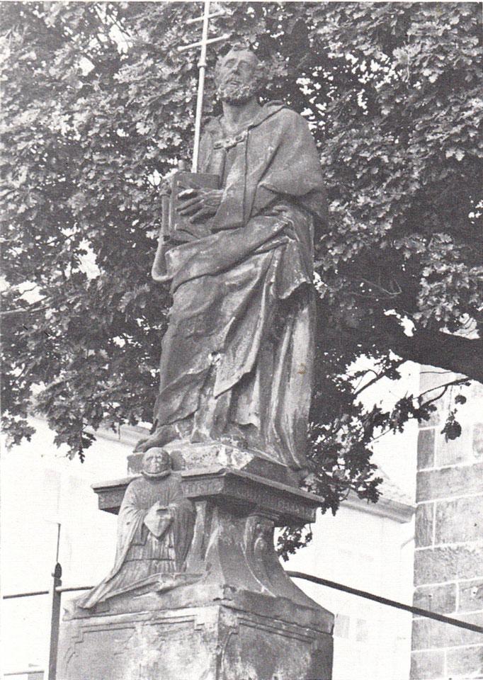Petrus-Statue an der Westtreppe