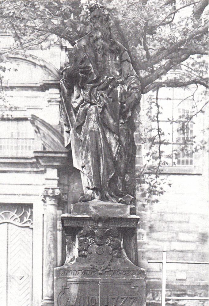 Paulus-Statue an der Westseite