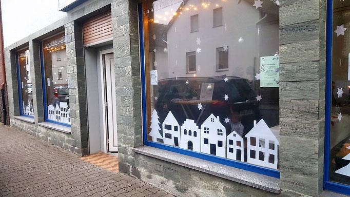 CVJM Weihnachtliche Fenster am Eingang 2017