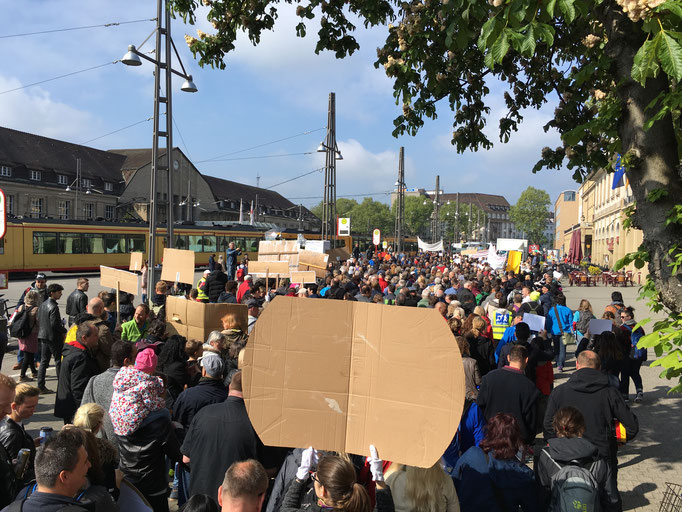 Lange Schlange der Demonstration
