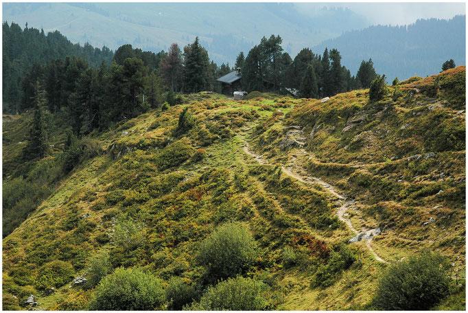 Am Übergang vom Tal der Emme ins Oberland, vom Kemmeriboden nach Habkern, nördlich der Bröndlisfluh, liegt die Hohganthütte des SAC Emmental im Naturschutzgebiet Hohgant-Seefeld.