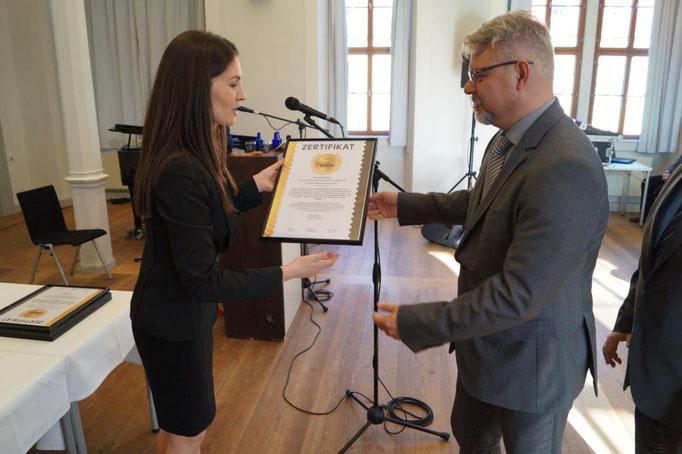 """der Quality Award """"Lorbeer des Experten"""" 2018 wird an Till Isensee, Geschäftsführender Gesellschafter von TILISCO GmbH Verpackungsmanagement überreicht"""