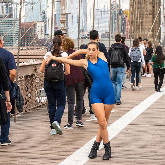 Funky Chicken,  New York Manhattan Bridge, 2018
