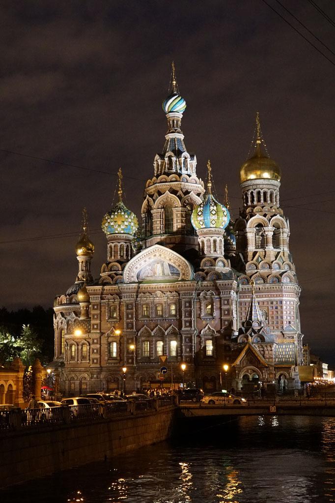 Die Auferstehungskirche nach Moskauer Vorbild - Bei Nacht