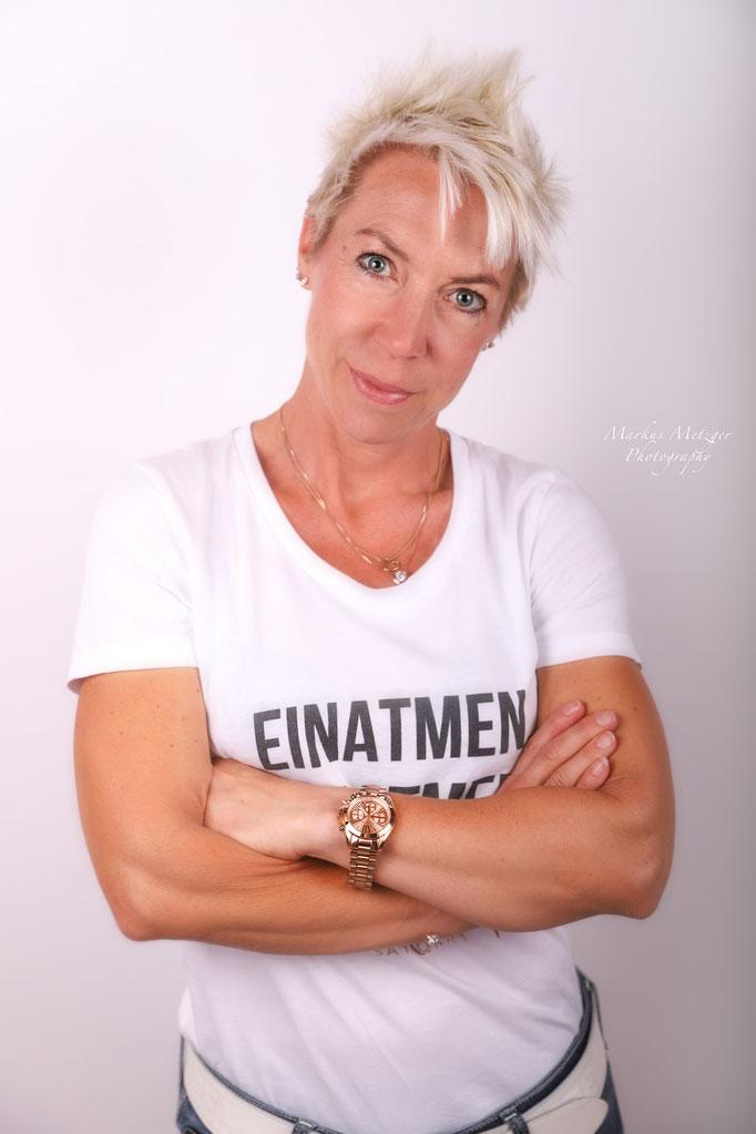 Studio Fotografie im Rems-Murr-Kreis und Ostalbkreis, zu sehen: stylische Frau, Bild von Fotograf Markus Metzger, Alfdorf, https://www.markus1.de