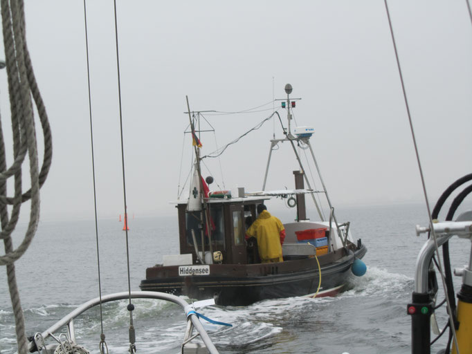 Fischerboot bei Nebel