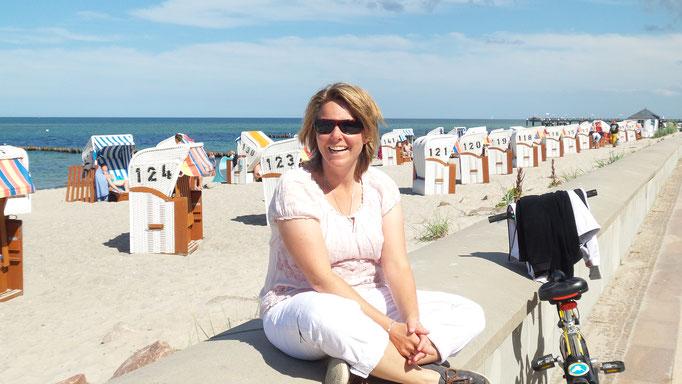 Dunja Bruder am Strand von Kühlungsborn