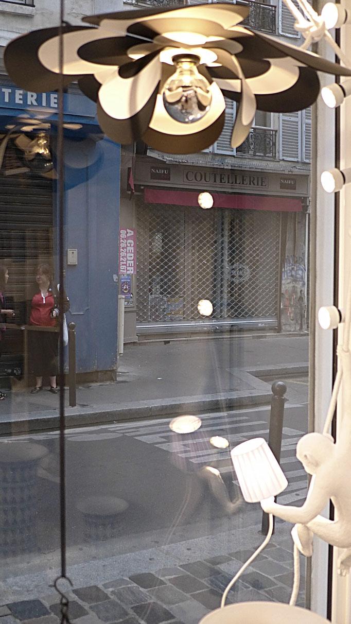 Bloomboom - Lampe Fleur, Flowerlamp, Suspension, made in France, artisanal, les pépites, saint germain, Paris, interieor design, décor, luminaires, made in france, création François-Marie Gérard et Irma Birka, pop, podesign, noir&blanc, black&white,60ies