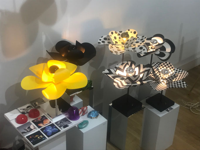 Bloomboom - Lampe Fleur, Flowerlamp, Lampe à poser, made in France, artisanal, Galerie Joseph, pop-up store, marais, paris, interieor design, décor, luminaires, made in france, création François-Marie Gérard et Irma Birka, pop, podesign, 60ies