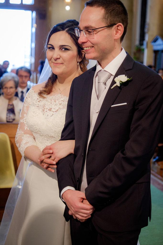 Braut eingehängt beim Bräutigam