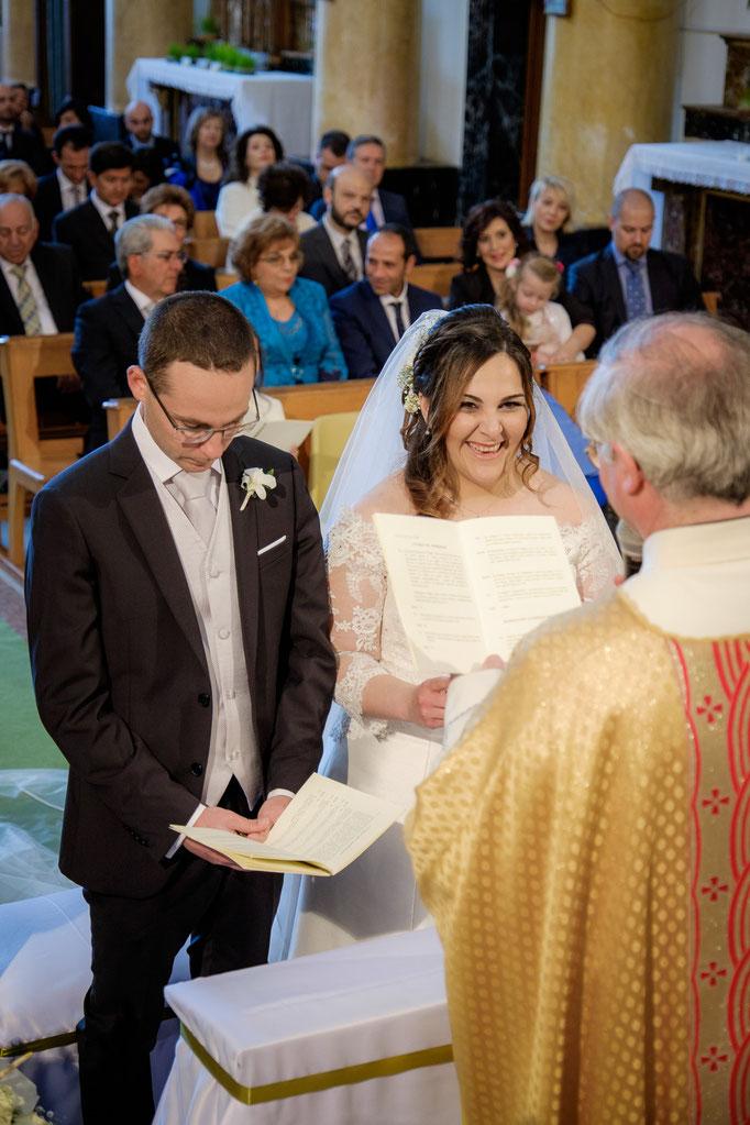 Braut und Bräutigam mit Pfarrer