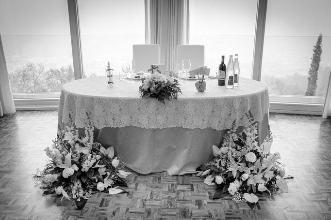 Tisch Brautpaar geschmückt Restaurant