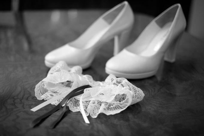 Brautschuhe und Strumpfband