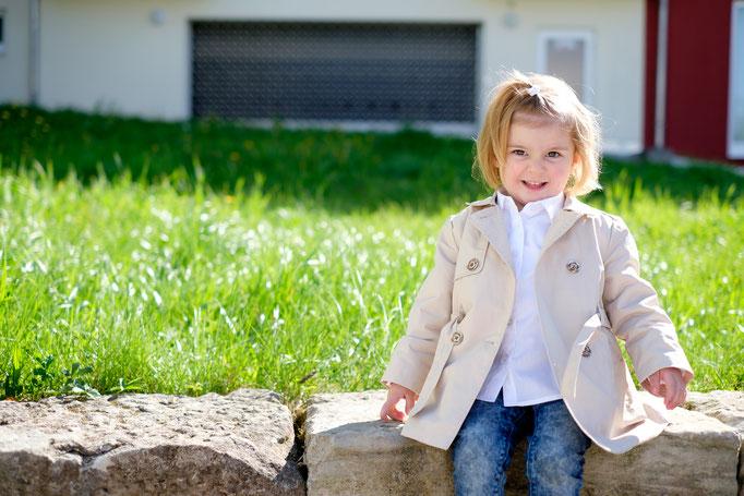 Kinderfotografie Rudersberg auf Mauer