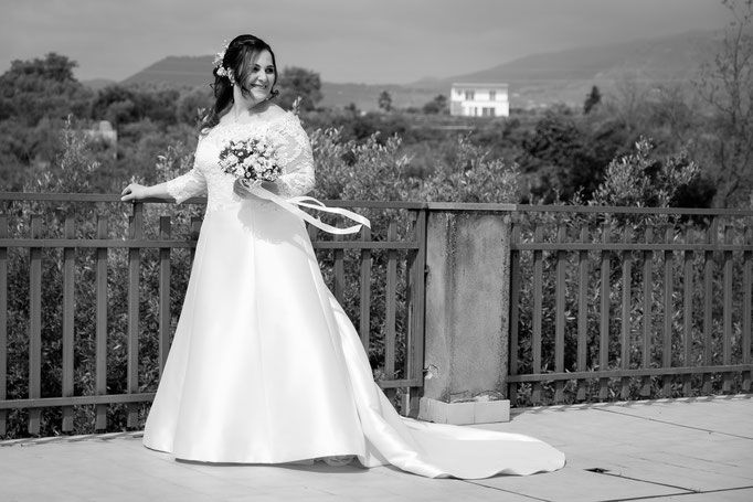 Braut auf Terrasse Catania mit Vulkan