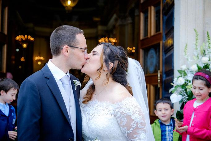 Kuss Braut und Bräutigam