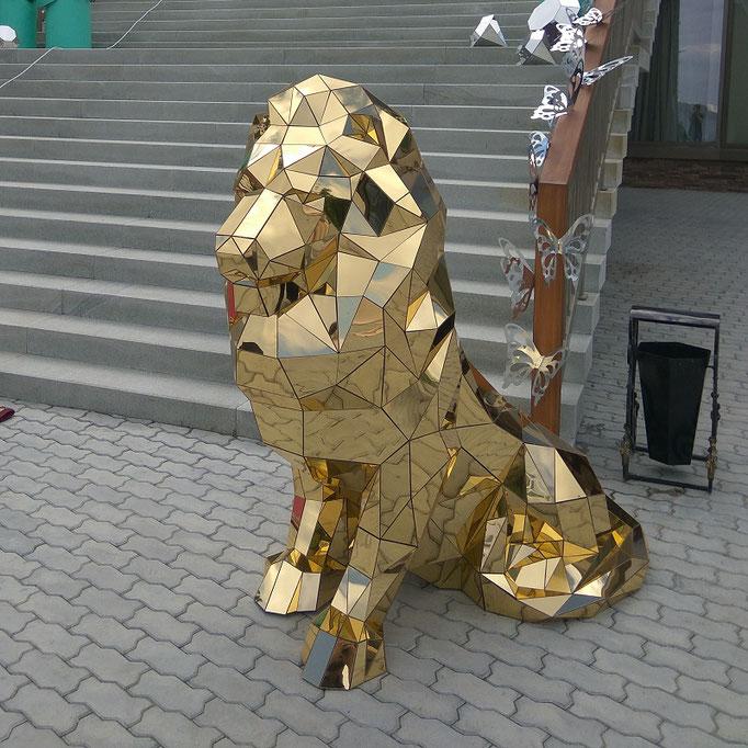 Золотой лев (высота 160 см)